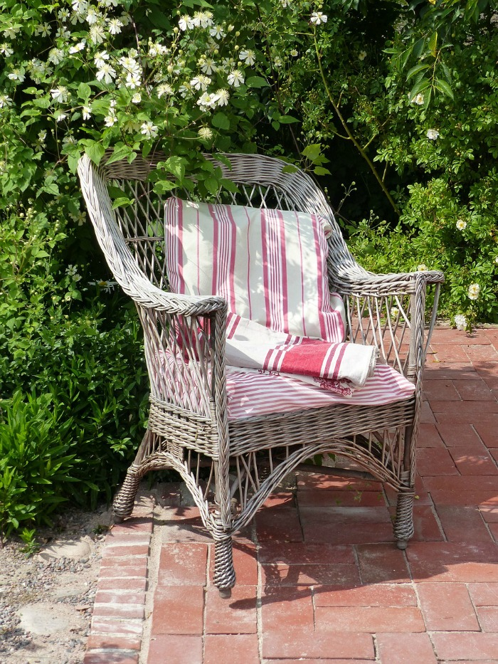 add-cushions-to-your-outdoor-chairs